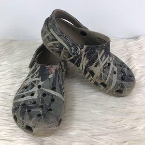 CROCS camouflage classic sandals w/ heel strap